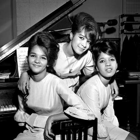 The Ronettes, Frosty The Snowman, Recorder, sheet music, piano notes, chords, song, artist, awards, billboard, mtv, vh1, tour, single, album, release