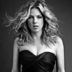 Download or print Diana Krall 'S Wonderful Sheet Music Printable PDF -page score for Jazz / arranged Piano, Vocal & Guitar (Right-Hand Melody) SKU: 95623.